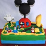 Mickey_Mouse_Clubhouse_1st_Birthday_Cake.164183855_std