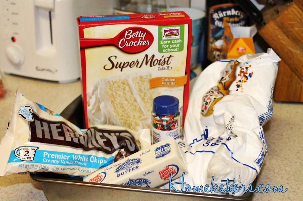 Easy Birthday Cake Fudge ~ Homketeers #Desserts #Recipes